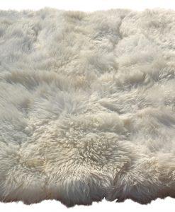 vloerkleed-wit-gemaakt-van- 6-hele-eco-schapenvachten-