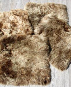 schapenvacht-stoelkussen-bruin brisa-korthaar-