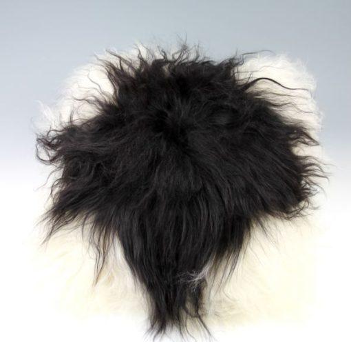 kussen-langhaar-schapenvacht-wit-zwart
