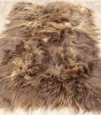 zacht-ijslands-schapenvacht-tapijt-bruin-