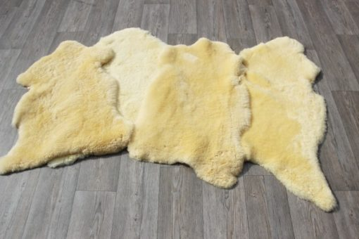 schapenvacht-schapenvel-shaapsvacht-schaapsvel-dierenhuid-dierenvacht-vacht-vel-huid-dierenkleed-het-millus-handelshuis-hetmillushandelshuis-langharige-langhaar-wol-wollig-knuffelzacht-knuffelig-decoratie-woondecoratie-stijl-woonstijl-vloerkleed-woonkamer-slaapkamer-decoratiekleed-decoratievacht-