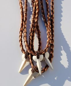 tribal-artwork-lederketting-met-hoorntand