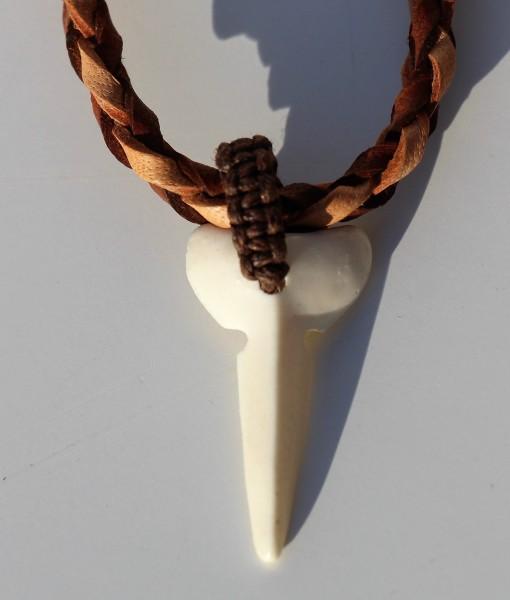 tribal-artwork-lederketting-met-hoorntand