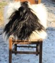 kussen-lamsvacht-schapenvacht-langharig-zacht-zwart-wit