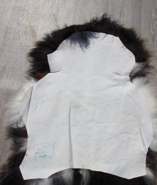 schapenvacht-zwart-wit-langharig-ijsland