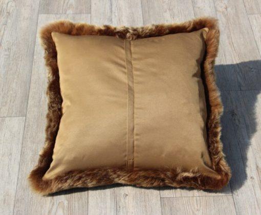 kussen-schapenvacht-bruin-brisa-50cm