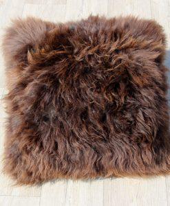 kussen-schapenvacht-bruin-50-1