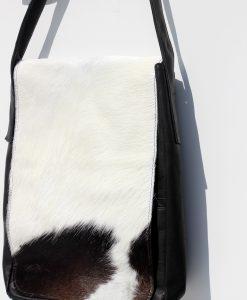 tas- van -koeienhuid -zwart-wit-en -leder.