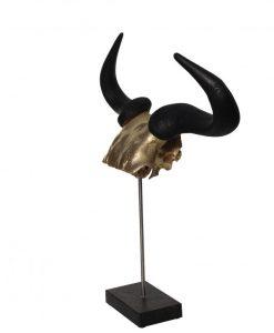 wildebeest gewei op marmeren voet