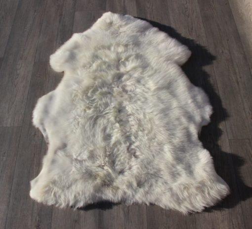 Schapenvacht-gevlekt-105cm x 80cm--schapenvel-natuurwit-