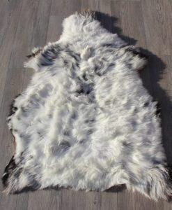 Schapenvacht-grijs-105cm x 75cm-gevlekt-schapenvel