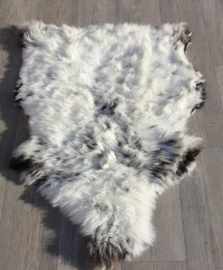 Schapenvacht-gevlekt-105cm x 75cm-lichtgrijs-schapenvel