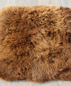 schapenvacht-kussen-bruin-27