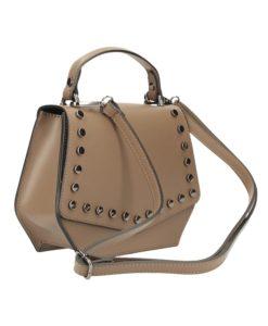 Ausilia heet deze mooie tas. Leder handtas. Dit leuke tasje sluit met een flap. 1 compartiment. Binnenvakje Verstelbare schouderriem. Afmetingen: 21cm x 17cm x 7,5cm (breed x hoog x diep) Gewicht: 0,5Kg Made in Italy