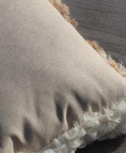 schapenvacht-kussen-achterzijde-50cm