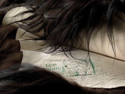 Schapenvacht-kleed-tapijt-zwart-langhaar-