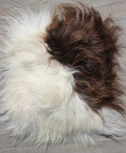 schapenvacht-stoelkussen-bruin-wit