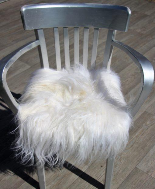 schapenvacht-stoelkussen-wit-langharig