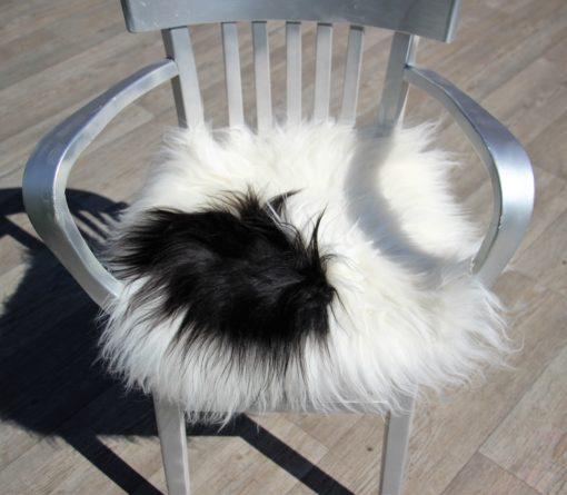 schapenvacht-stoelkussen-wit-zwart-langharig-nr 2