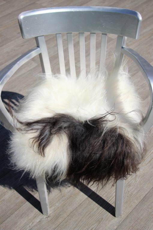 schapenvacht-stoelkussen-wit-zwart-langharig-nr 3