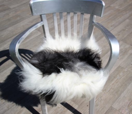 schapenvacht-stoelkussen-wit-zwart-langharig-nr 4