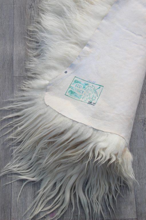 detail-schapenvacht-wit-bruin-langharig-ijsland-14035