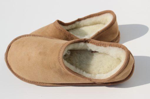 fijne schapenvacht pantoffels met een flexibele zool.