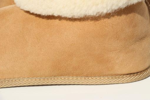detail-pantoffels-schapenvacht met omslagrand-hoog en laag te dragen
