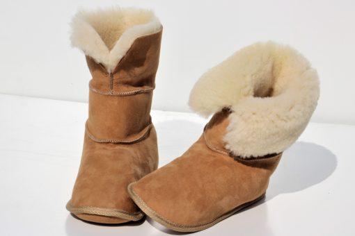 pantoffels-schapenvacht met omslagrand-hoog gedragen als een laars-