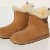 detail van pantoffels-schapenwol-maat 40. met fluffy wol