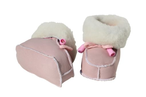 baby slofjes van zacht schapenvacht , zoollengte 10cm © foto