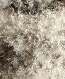 schapenvacht-kussen-room-taupe-bruin-