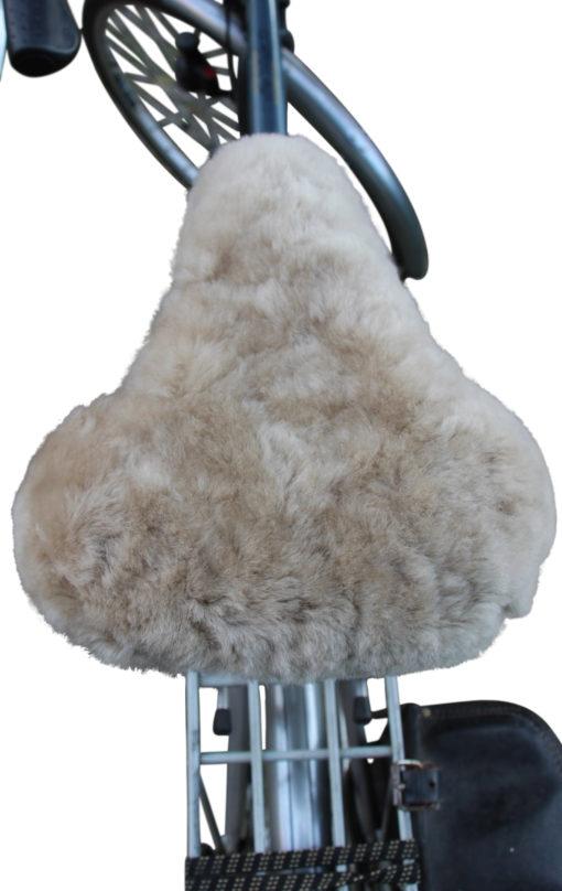 fietszadel dekje-schapenvacht-licht-taupe